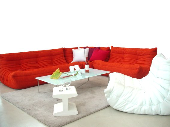 le capepe ligne roset togo rouge gailleur familly. Black Bedroom Furniture Sets. Home Design Ideas